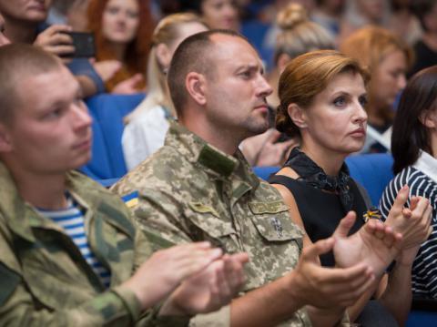 Марина Порошенко разом із кіборгами привітала Сергія Лойко з презентацією книги «Аеропорт»