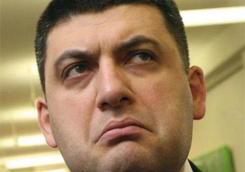 Оце витримка. Як Гройсман слухає спіч Тимошенко про децентралізацію (ВІДЕО)