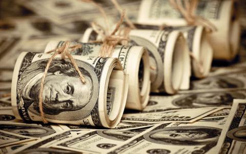 Долар із євро подорожчали на 10 копійок, рубль подешевшав