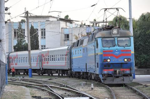 """""""Укрзалізниця"""" збільшила кількість """"святкових"""" потягів"""