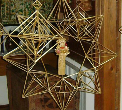 Які традиційні прикраси виготовляли українці на Різдво