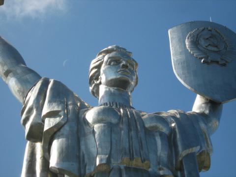 Зі щита Батьківщини-матері приберуть герб СРСР