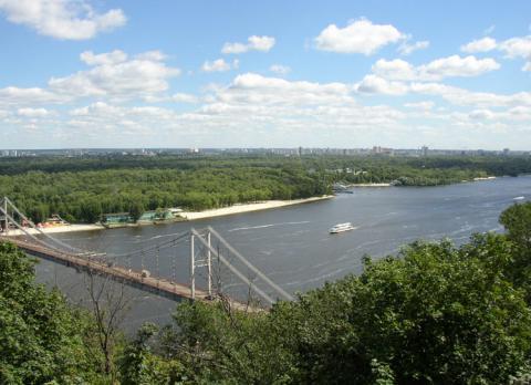 В Києві затонув Lexus