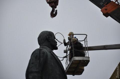 На Одещині демонтуют найбільшого Леніна