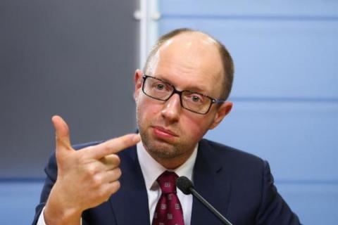 Яценюк знайшов декілька виходів із кризи