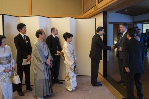 Порошенко чекає в Україні імператора Японії