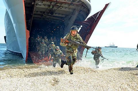 Російські війська показово готуються до десантування на узбережжі Азовського моря