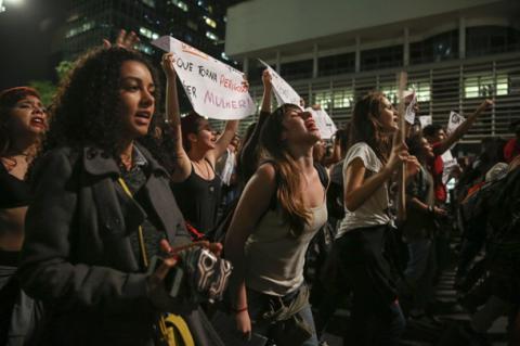 Бразильські жінки влаштували масові протести проти згвалтувань