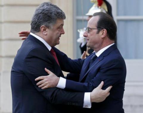 Порошенко просить Олланда допомогти українським вболівальникам з візами