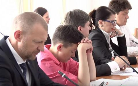 Як Савченко заснула на засіданні комітету ВР з питань нацбезпеки (ВІДЕО)