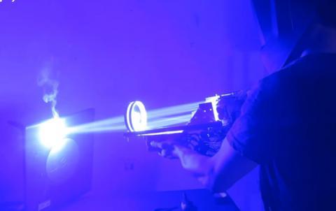 Американець Дрейк Ентоні створив лазерну базуку потужністю у 200 ват (ВІДЕО)