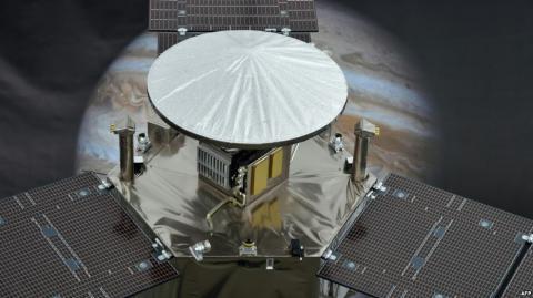 """На орбіту Юпітера вийшов космічний апарат """"Юнона"""""""