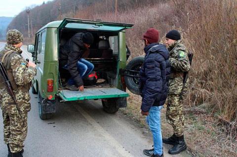 Угорщина відправлятиме нелегалів назад без рішення суду