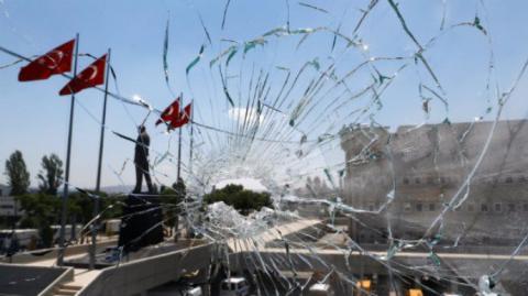 В Туреччині масово звільняють вчителів та журналістів