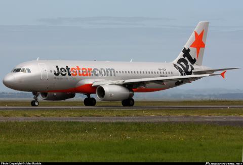 Буйні пасажири примусили австралійський літак зійти з курсу