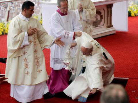 Папа Франциск впав під час урочистої меси