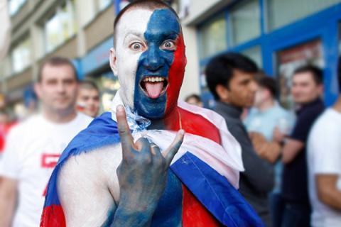 Німецький суд засудив російських футбольних фанатів до умовних термінів