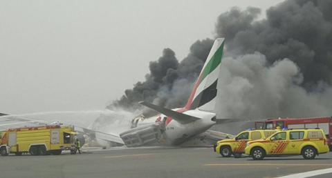 Після аварійної посадки у Дубаї загорівся літак