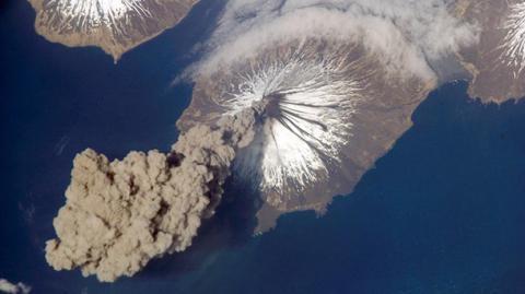 В Індонезії почали вивергатися три вулкани (ВІДЕО)