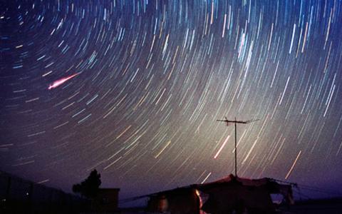 """Українці 11-13 серпня зможуть побачити до 200 """"падаючих зірок"""" на годину (ВІДЕО)"""