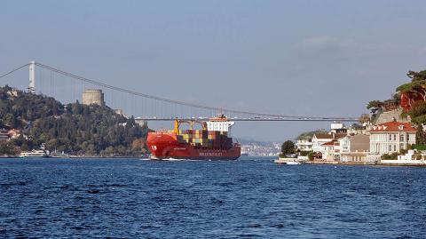 В Босфорі зупинено рух суден