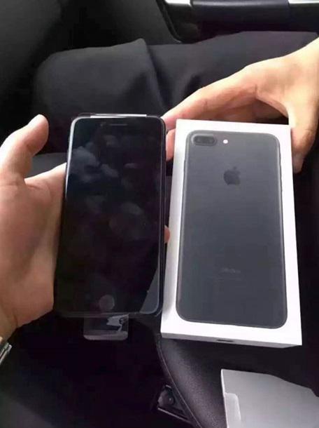 З'явилися перші реальні фото iPhone 7 Plus