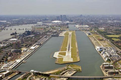 Аеропорт Сіті в Лондоні заблокований мітингуючими на захист темношкірих