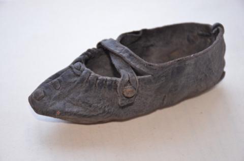 На Волині у торфовищі знайшли середньовічний черевичок