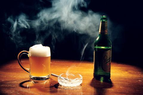 Кабмін вчергове хоче підняти ціни на цигарки і алкоголь