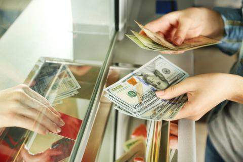 В листопаді можуть скасувати 2% пенсійний збір при купівлі валюти