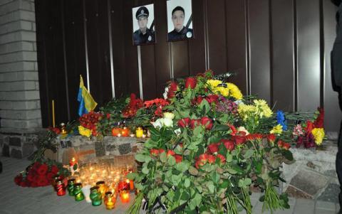Тисячі громадян Дніпра прийшли попрощатися з загиблими патрульними поліцейськими