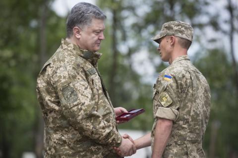 Президент ветував право військових розривати безстрокові контракти
