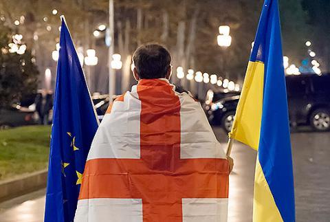 Безвізового режиму для України та Грузії у жовтні не буде