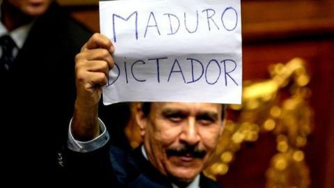 Парламент Венесуели заявляє про державний переворот