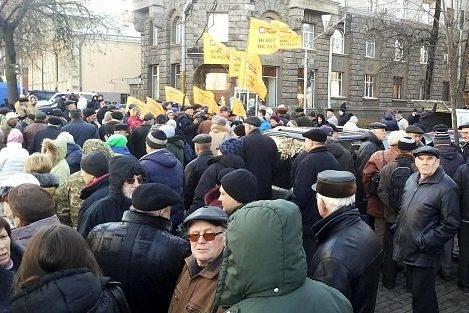 """Вкладники банку """"Михайлівський"""" перекрили рух в центрі Києва"""