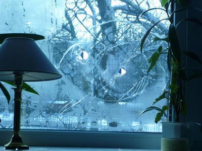На Троєщині невідомі вночі стріляли по вікнах