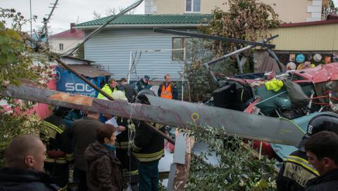 Падіння вертольота на житловий будинок в Сочі записали на відео