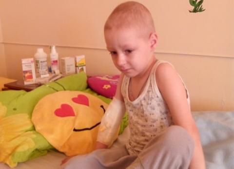 4-річний Дмитро Возниця, рахунки якого обікрали шахраї, помер від раку