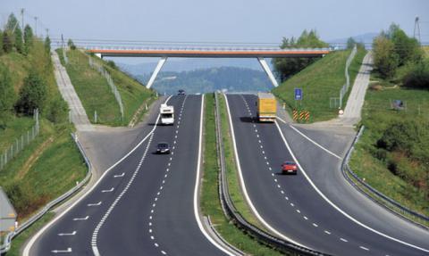 В Україні збудують платні дороги