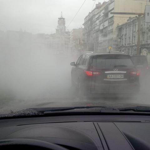 В Києві Бессарабку залило окропом
