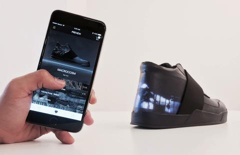 Компанія Vixole розробила розумне взуття із вбудованим дисплеєм