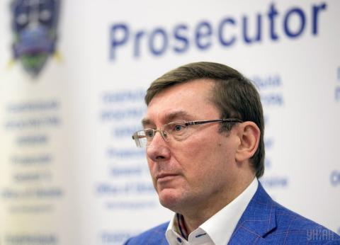Юрій Луценко підписав підозру у прямому ефірі