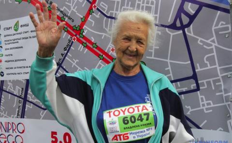 90-річна мешканка Дніпропетровщини встановила рекорд України з бігу