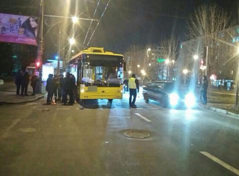 В Полтаві тролейбус на пішохідному переході збив трьох дітей