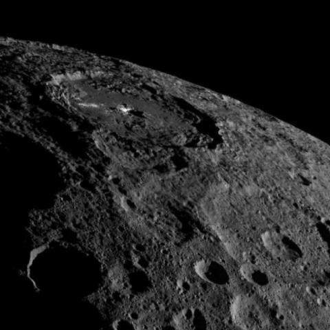 NASA Dawn отримав нові знімки карликової планети Церери