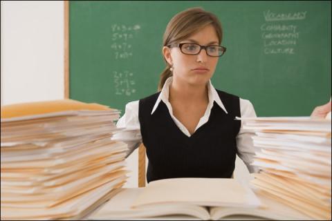 На заповнення паперів вчителі витрачають 12 годин в тиждень, а держава – 60 млн грн на друк