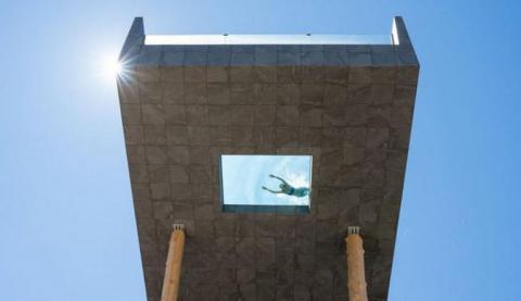 В італійському готелі Hotel Hubertus відкрили один з найекстремальніших у світі басейнів