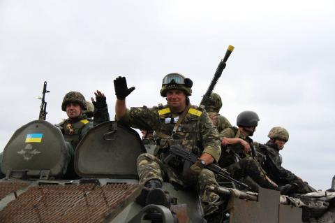 Українським бійцям у зоні АТО підвищать доплати до основної зарплати