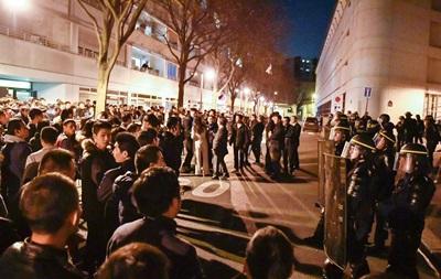 Кривавий карнавал: у Парижі стався вибух, поранено 19 осіб