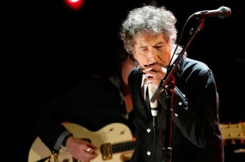 Бобу Ділану «таємно» вручили Нобелівську премію